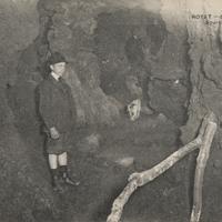Royat.-Source de CO2 de la Grotte rouge